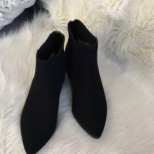 Black back zip bootie